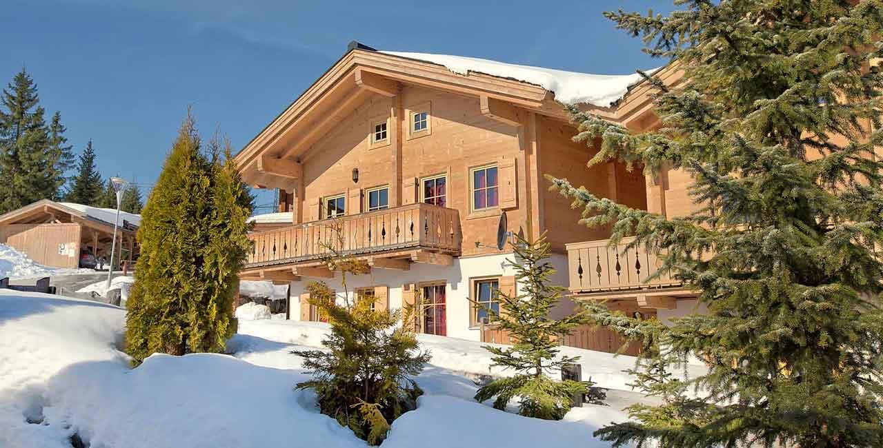 murmelalm chalet in sneeuw